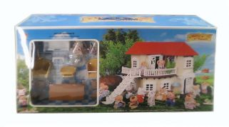 DOLLHOUSE WITH ANIMALS & FURNITURES